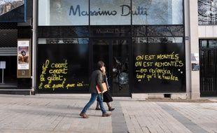 Les commerçants des Champs-Elysées expriment leur exaspération.