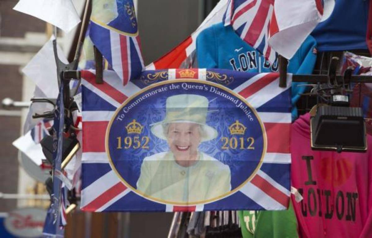 Les sujets britanniques --à l'exception d'un noyau d'irréductibles républicains-- s'apprêtent à fêter massivement lors du week-end prolongé des 2 au 5 juin le jubilé de diamant de la reine Elizabeth II, au faîte de sa popularité à 86 ans. – Miguel Medina afp.com