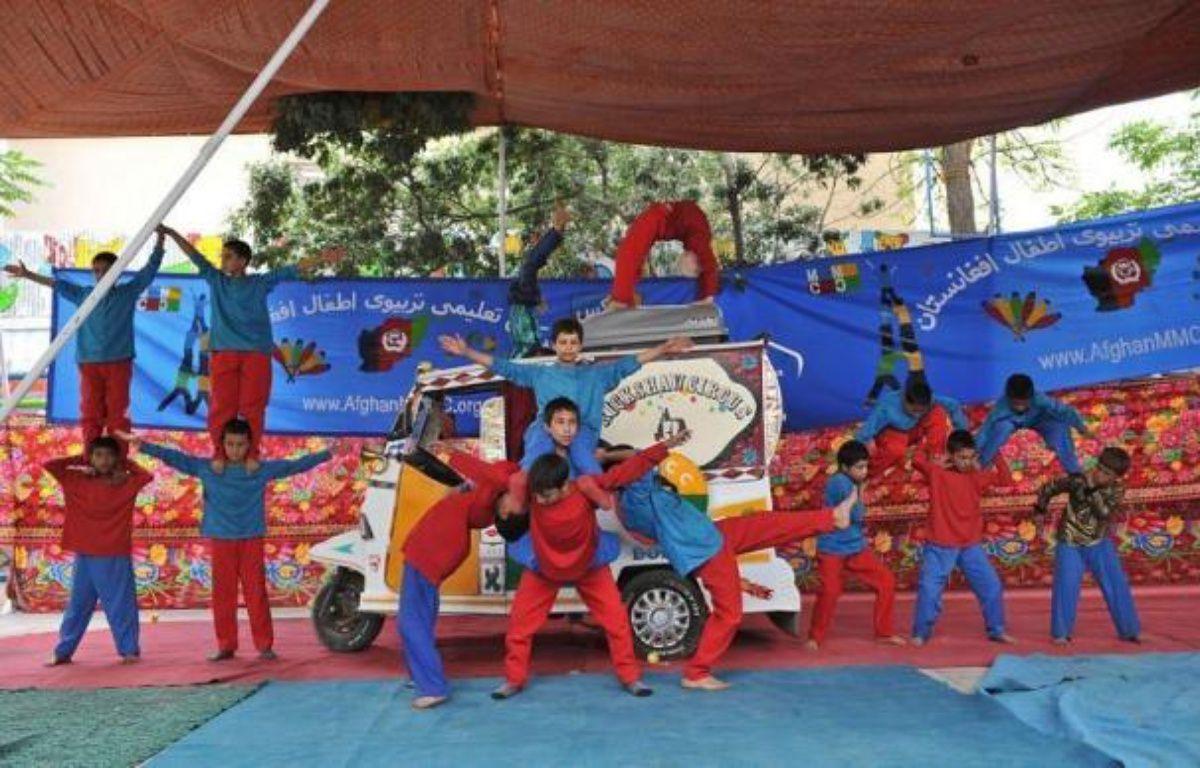 Aventure et solidarité: un couple va relier en rickshaw Kaboul à Istanbul, via l'Iran et le Pakistan, pour soutenir une association qui, par le cirque, éduque et redonne le sourire à une jeunesse marquée par trois décennies de guerre en Afghanistan. – Massoud Hossaini afp.com