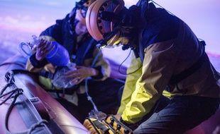 Le simulateur permet notamment de jouer des scénarios de sauvetage à bord d'un Zodiac.