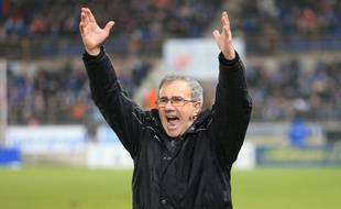 Le coach du Racing club de Strasbourg Jacky Duguépéroux n'as pas prêt de baisser les bras. (Arvhices)