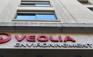 Le groupe français Veolia Environnement a assuré jeudi qu'il tiendrait son objectif de céder 5 milliards d'euros d'actifs entre 2012 et 2013, après plusieurs petites opérations dont certaines sont toujours en cours.