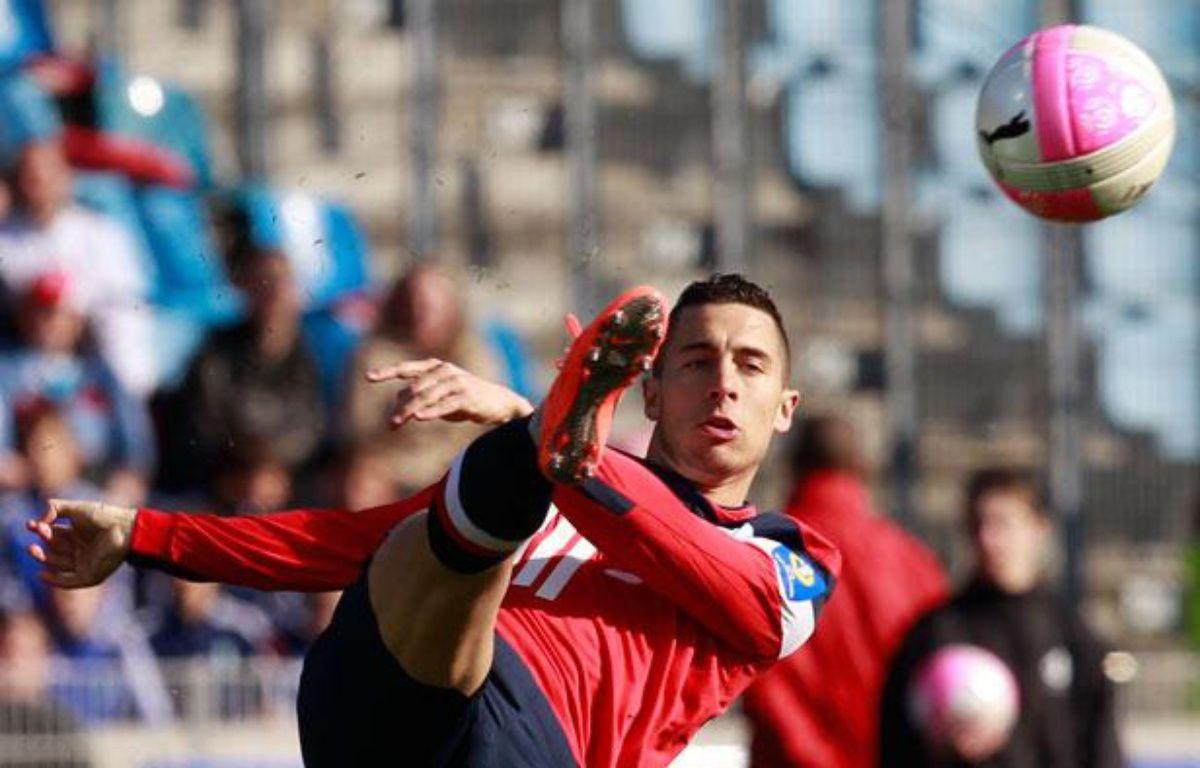 Eden Hazard, le joueur du Losc contrôle sa balle contre Toulouse en Ligue 1 le 4 avril 2012. – Pascal Rossignol / Reuters