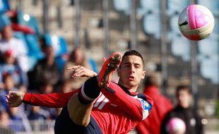 Eden Hazard, le joueur du Losc contrôle sa balle contre Toulouse en Ligue 1 le 4 avril 2012.