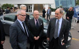 Le ministre de l'Intérieur, lundi à Cannes, en compagnie de Thierry Frémaux et Pierre Lescure