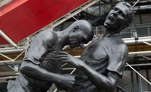 Une sculpture du fameux coup de boule de Zidane à Materazzi a été installé devant le Centre Pompidou à Paris, de septembre 2012 à janvier 2013.