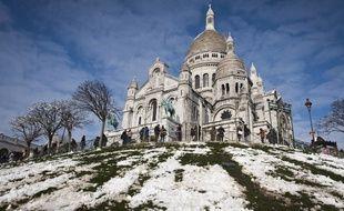 La neige a tenté une timide percée sur la butte Montmartre