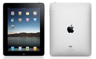 Disponible à partir de fin mai en France en version wifi, l'iPad est la tablette tactile la plus attendue – et la plus marketée. Elle promet une multitude d'usages. Nous l'avons déjà testée. Les plus: les 10 h d'autonomie de batterie, l'écran de 25 cm de diagonale (pour 13,4 mm d'épaisseur et 680 g), les applications déjà disponibles sur iTunes et toutes compatibles, et le lancement de la suite bureautique iWord. Les moins: le manque de connectique (pas de prises USB…), iTunes, pas de webcam, pas de format Flash Apartir de 499  euros pour les modèles wifi, et de 599 euros pour les modèles 3G.