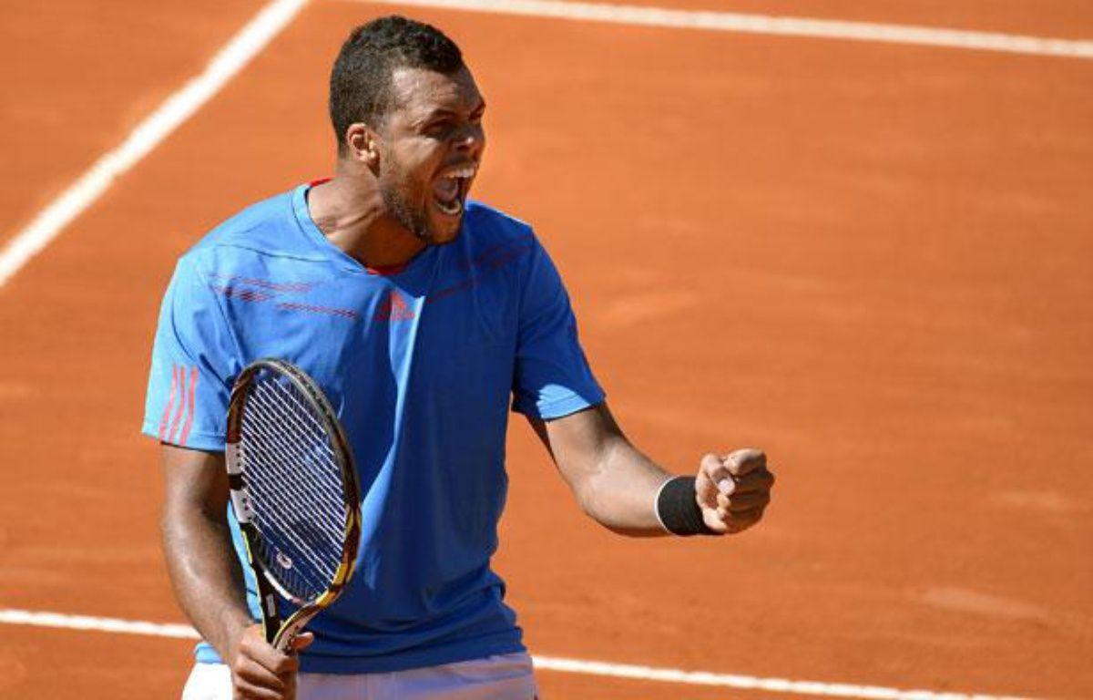 Le Français Jo-Wilfried Tsonga lors de sa victoire contre Berlocq, en quart de finale de la Coupe Davis, le vendredi 5 avril 2013, à Buenos Aires. – JUAN MABROMATA / AFP