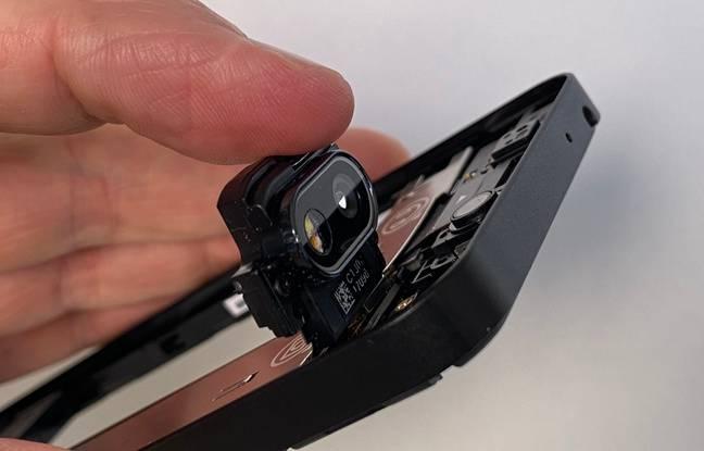 Différents modules du smartphone peuvent simplement être retirés pour éventuellement être remplacés ou mis à jour.