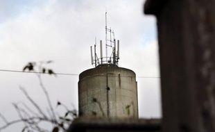 Le Conseil d'Etat estime qu'un maire n'a pas la compétence pour réglementer l'implantation des antennes relais de téléphonie mobile sur sa commune, a-t-il fait état dans une décision concernant trois communes publiée mercredi