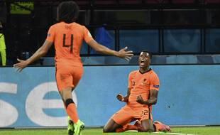 Après une tête ratée en première période, Dumfries offre la victoire aux Oranje en fin de match.