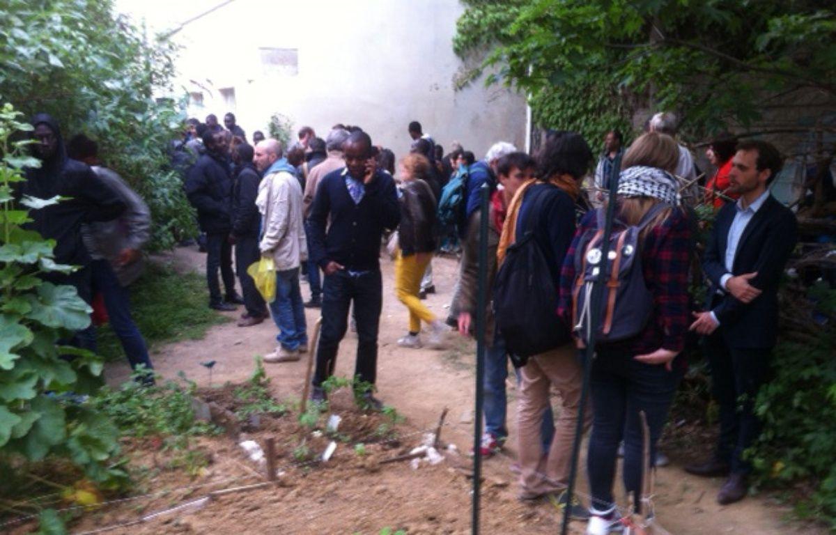 Paris le 9 juin 2015. Des migrants rassemblés au bois Dormoy dans le 18e arrondissement. – F. POULIQUEN/20 Minutes