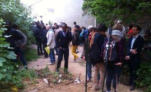 Paris le 9 juin 2015. Des migrants rassemblés au bois Dormoy dans le 18e arrondissement.