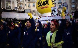 Des manifestantes dans le cortège parisien contre la réforme des retraites, le 16 janvier 2020.