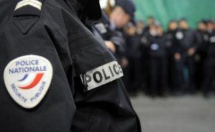 """La police va changer de prestataire pour la confection des uniformes de ses 120.000 fonctionnaires, jusqu'à présent fournis par la PME finistérienne Armor-Lux, qui resteront toutefois """"made in France"""", selon des sources concordantes."""
