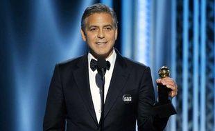 L'acteur George Clooney, lors des Golden Globes, le 11 janvier 2015, portait un pin's «Je suis Charlie».