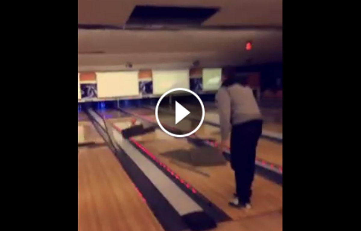la vidéo des copains qui détruisent le plafond d'un bowling. – DR