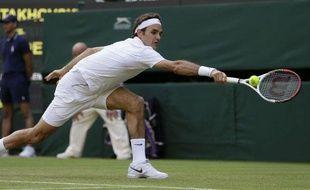 Roger Federer en difficulté, le 26 juin 2013 à Wimbledon.