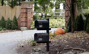 Les boites aux lettres où a été découvert un colis piégé, devant la résidence de George Soros, à Katonah, dans la banlieue de New York City, le 23 octobre, 2018.