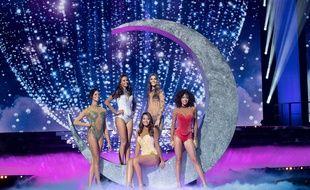 Miss Tahiti, Miss Guadeloupe, Miss Réunion, Miss Limousin et Miss Franche-Comté.