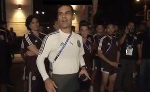 Rafa Marquez discute avec ses supporters.