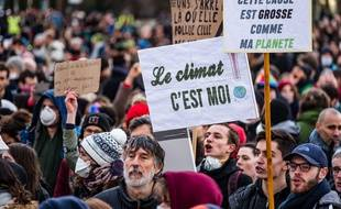 Des manifestants pour le climat à Lyon, le 27 janvier 2019.