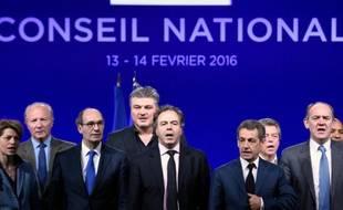 Nicolas Sarkozy entouré de GàD d' Isabelle Le Callennec, Brice Hortefeux, Eric Woerth, David Douillet, Alain Joyandet et Daniel Fasquelle lors du conseil national des Républicains le 14 février 2016 à Paris