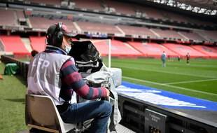 Un caméraman lors du match de L1 Nice-Montpellier le 25 avril 2021 à Nice.