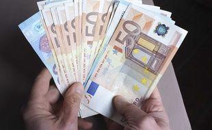 Le jeune voyageur cachait 580 euros dans son slip. Illustration.
