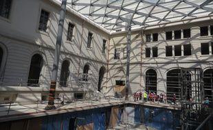 La pause de la verrière de la cour du Midi a nécessité cinq mois de travail sur le chantier de rénovation de Grand Hotel-Dieu de Lyon.