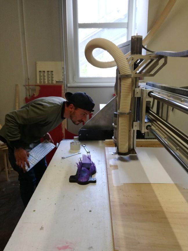 Bidouille, bricolage et numérique sont les mots d'ordre à l'étage du Shadok, dans les locaux d'AV Lab.