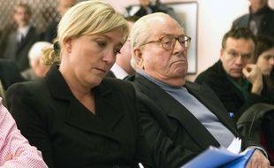 La présidente du FN Marine Le Pen et Jean-Marie Le Pen, le 21 février 2012 à Paris.