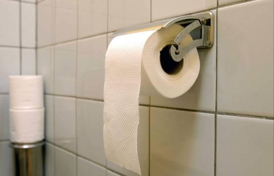 etude ce que votre fa on de d rouler votre papier toilette dit de vous. Black Bedroom Furniture Sets. Home Design Ideas
