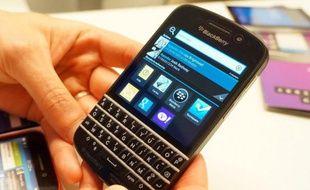 Face à son aîné, le tout-tactile Z10, le Blackberry Q10 revient aux fondamentaux de la marque avec un clavier physique.