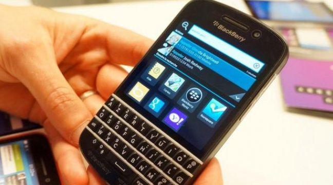 Face à son aîné, le tout-tactile Z10, le Blackberry Q10 revient aux fondamentaux de la marque avec un clavier physique. – CHRISTOPHE SEFRIN/20 MINUTES