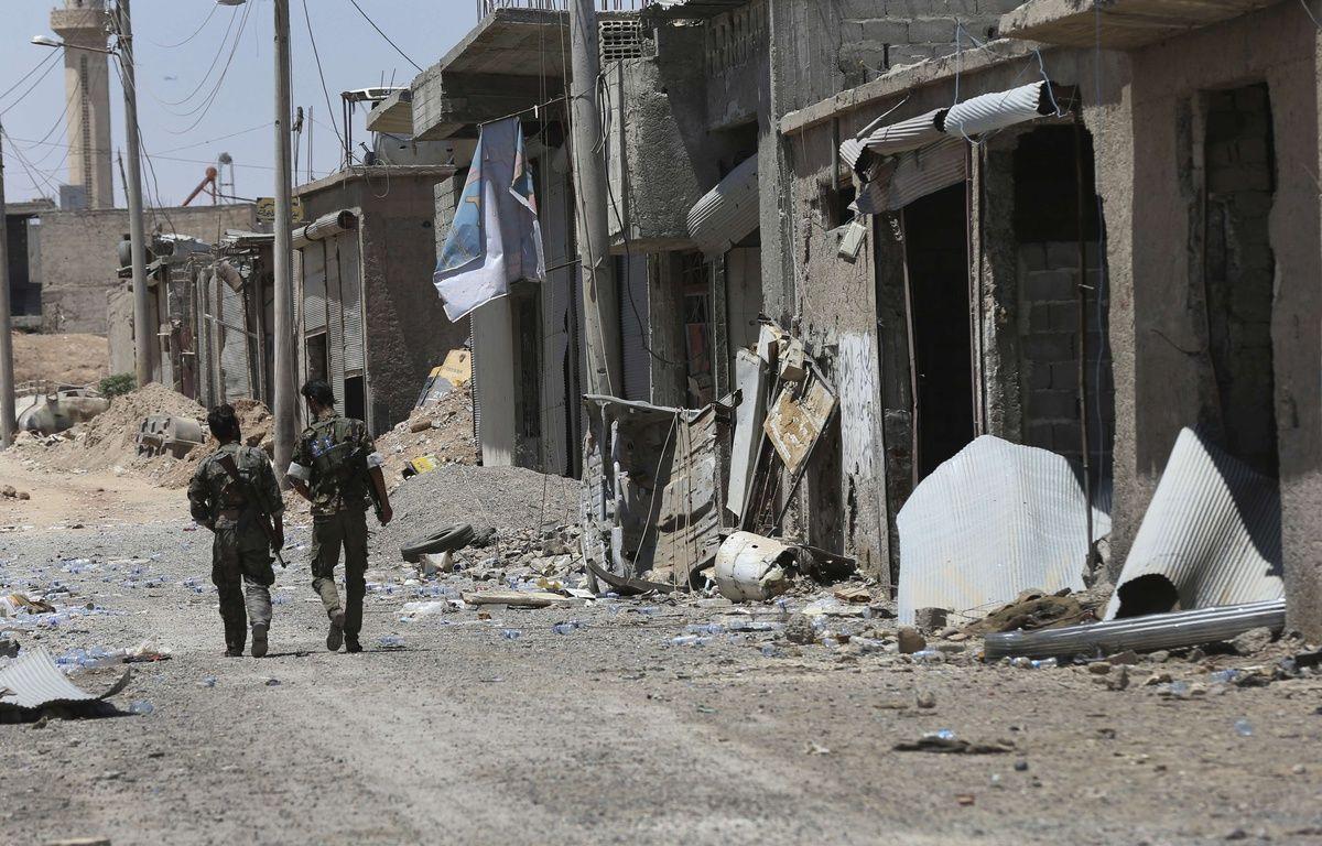 Des combattants des Forces démocratiques syriennes dans l'est de Raqqa, le 26 juillet 2017. – Hussein Malla/AP/SIPA