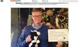 """Bill Gates, """"père noël secret"""" du jeu d'échanges de cadeaux de Reddit."""