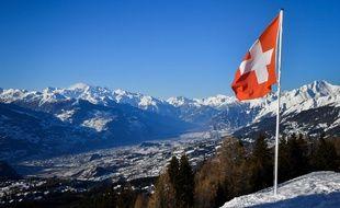 Une conférence de presse est prévue ce dimanche à 14h après le crash d'un avion de collection militaire en Suisse.