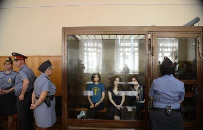 """Les trois jeunes femmes du groupe de punk rock russe Pussy Riot ont fait appel lundi de leur condamnation à deux ans de camp pour une """"prière"""" contre Vladimir Poutine dans une cathédrale, a indiqué à l'AFP l'un des avocats de la défense, Violetta Volkova."""