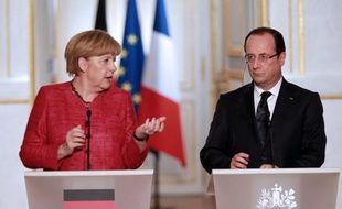 """Le président français François Hollande et la chancelière allemande Angela Merkel ont demandé vendredi """"une concertation urgente au niveau européen"""" sur la sanglante crise égyptienne, a annoncé vendredi la présidence française."""