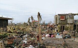 Le typhon Goni a détruit des dizaines de milliers d'habitation sur l'île de Catanduanes aux Philippines.