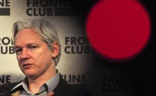 Julian Assange a provoqué un nouveau coup de théâtre en se réfugiant mardi à Londres à l'ambassade d'Equateur, pays à qui il demande l'asile politique après avoir épuisé en 18 mois de bataille juridique tous ses recours au Royaume-Uni pour échapper à une extradition en Suède.