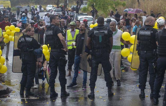 La Réunion: Des heurts éclatent en marge de la visite d'Emmanuel Macron