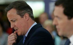 Le Premier ministre David Cameron et le ministre des Finances George Osborne le 23 mai 2016 à Chandler's Ford