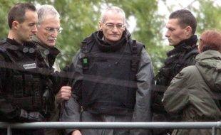 Francis Heaulme lors d'une opération de transport de justice le 3 octobre 2006 à Montigny-les-Metz (Moselle).
