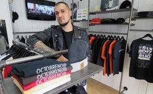 Nils Bert dans sa boutique Octobre Noir, située rue du Puits Mauger à Rennes.