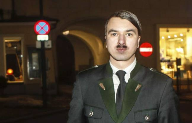 Harald Zenz, a été placé en détention pour s'être exhibé déguisé en Adolf Hitler