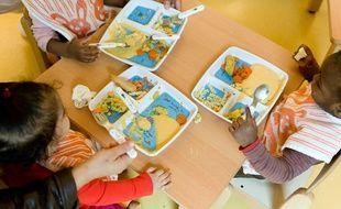 Illustration d'enfants dans une crèche à Paris.