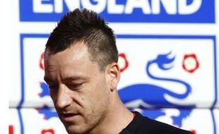 John Terry a perdu son brassard de capitaine de l'équipe d'Angleterre pour avoir eu une relation avec la femme de Wayne Bridge. Ici, le 2 mars 2010
